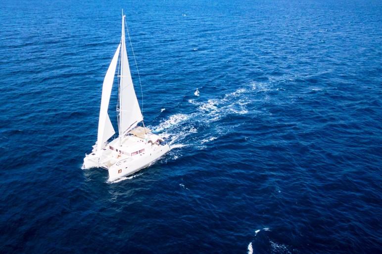 Lagoon 450 F Blue Berry at sail